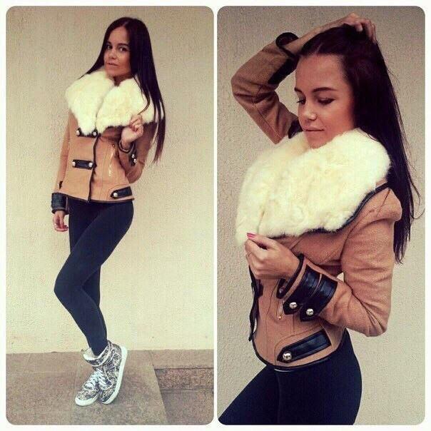 Коротенькое пальто с воротником из меха фото