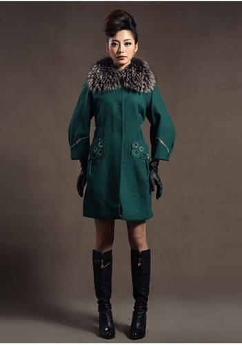 Тёмно-зелёное пальто фото