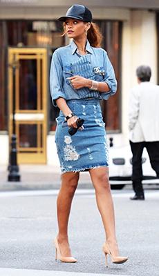 Джинсовая голубая юбка карандаш фото