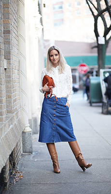 Джинсовая юбка под сапоги фото
