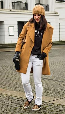 Короткое светло-коричневое пальто фото