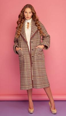 Коричневое пальто в клетку фото