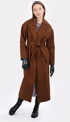 Длинное коричневое пальто фото