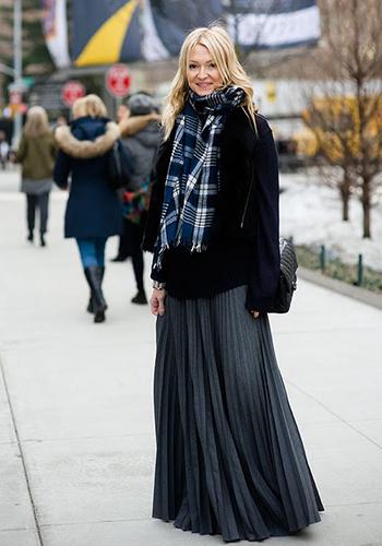 Чёрная стильная юбка-плиссе фото