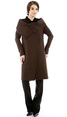 Коричневое пальто осенью фото