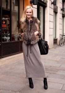 Длинная юбка под меховую жилетку фото