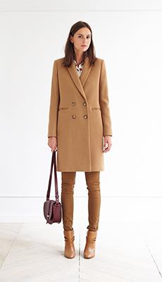 Двубортное коричневое пальто фото