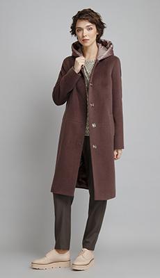 Пальто до колена коричневого цвета фото