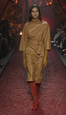 Кожаное платье по фигуре фото