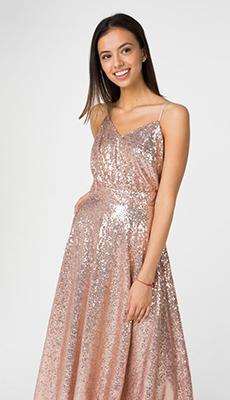 Светлое платье с пайетками фото