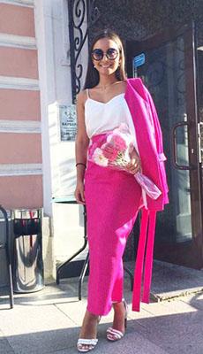 Топ в бельевом стиле под розовый костюм фото