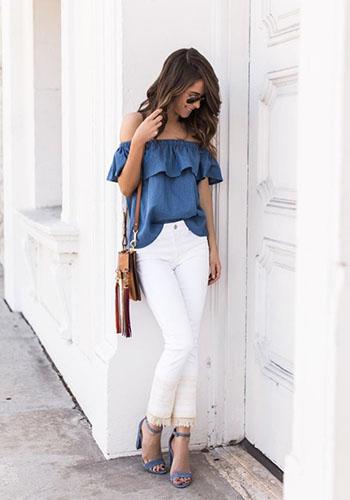 Синяя майка под джинсы с высокой талией фото