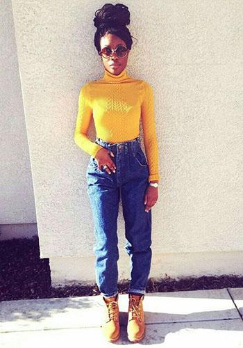 Жёлтая водолазка под джинсы с высокой талией фото