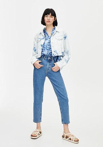 Джинсовая куртка под джинсы с высокой талией фото