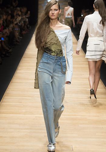 Трендовая модель джинсов с высокой талией фото