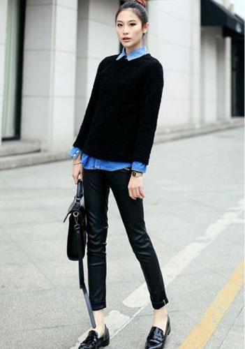 Синяя мужская сорочка девушке фото